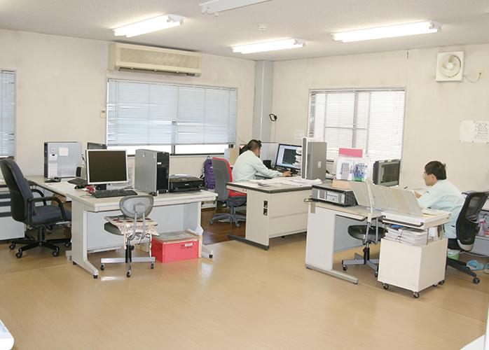 CAD室 CAD室 測定室全景 会社名 有限会社 細谷木型製作所 所在地 〒25... 細谷木型